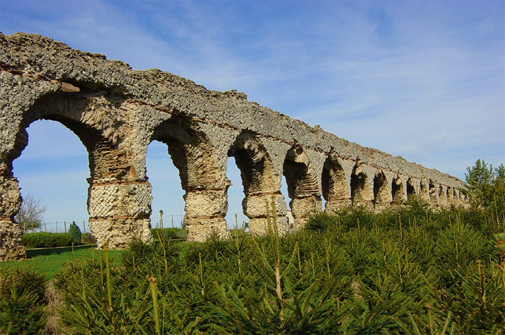 Roman viaduct in Lyon - stay with University Rooms