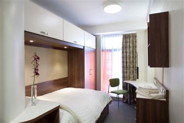 Storm jameson court leeds book visitor accommodation online for 3 kitchener street leeds