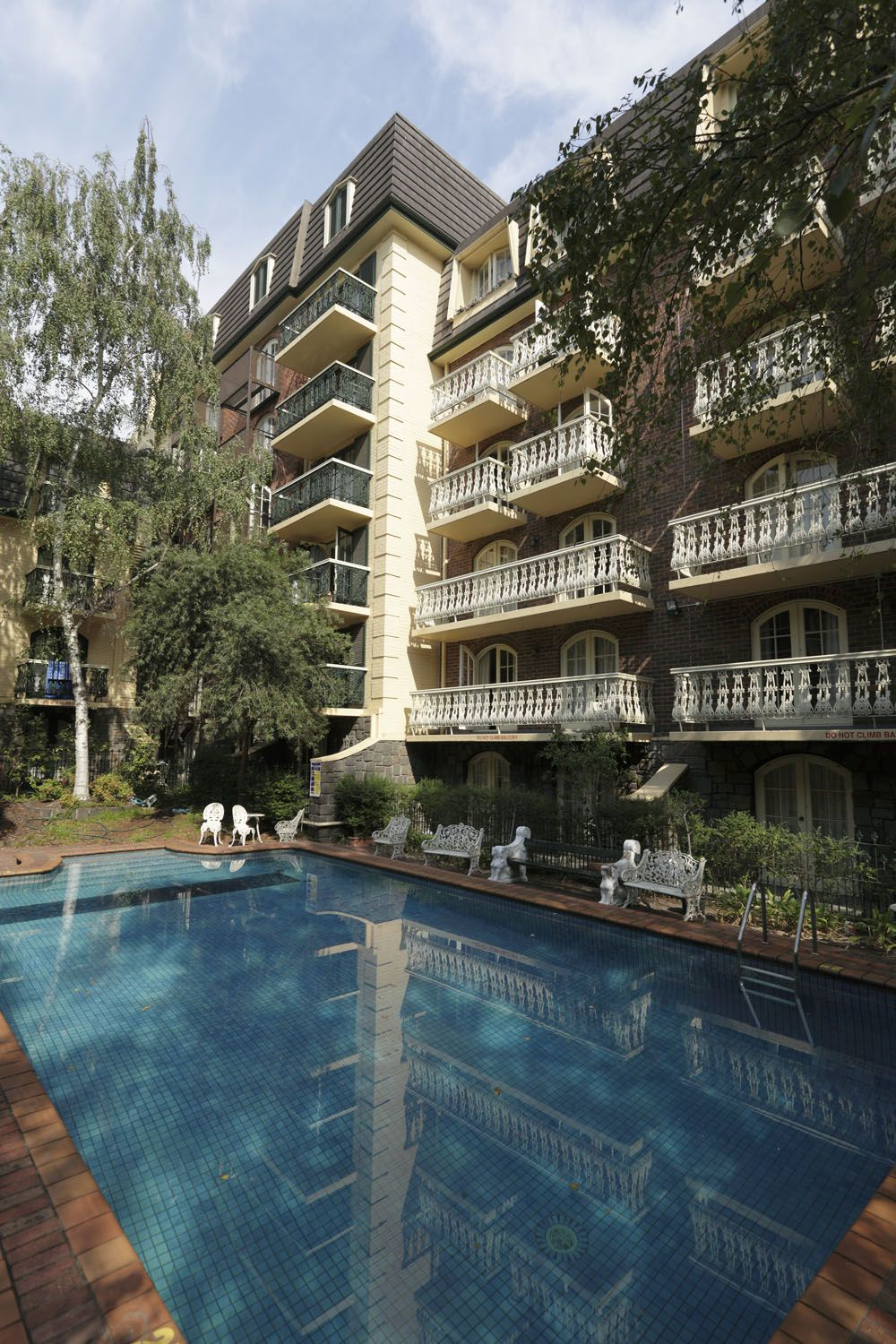 Rmit village melbourne university residence best price guarantee for Melbourne university swimming pool