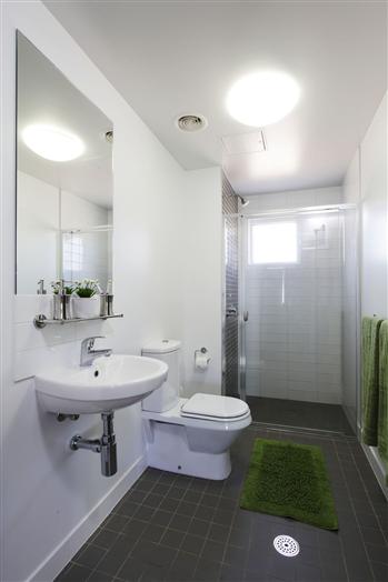 Five Bedroom Apartment bathroom