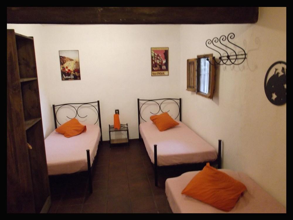 Fundalucia granada guest b b book now - Habitacion pequena dos camas ...