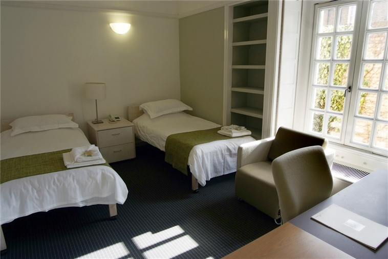 Library Court Twin En-suite