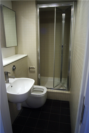 North Court en-suite bathroom