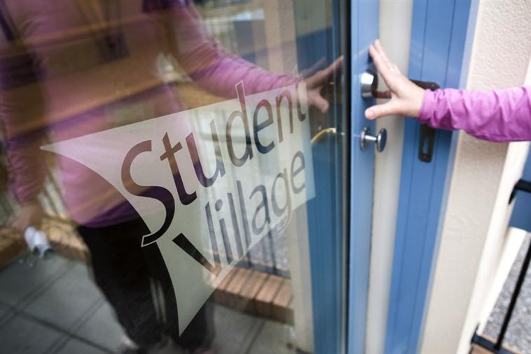 Arrivals to Student Village Reception, Gibbon Street