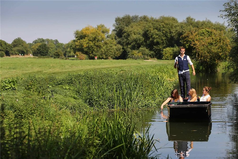 Scudamore's Punting Tour's in Cambridge