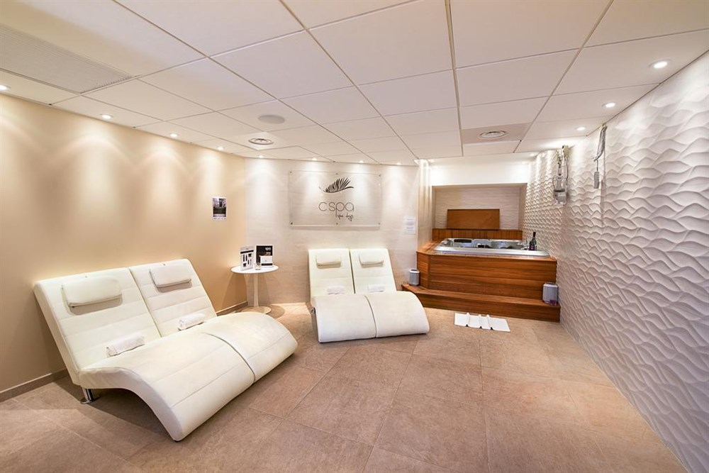 H tel c zanne spa cannes hotel best price guarantee for Salon cannes