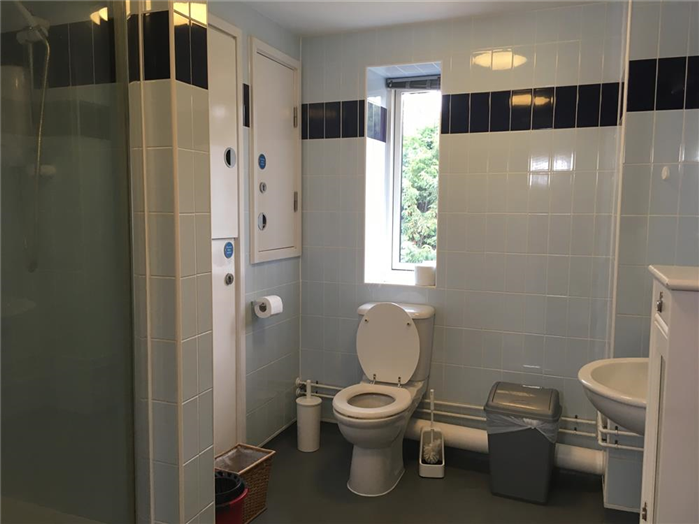 4 Person Apartment - Bathroom