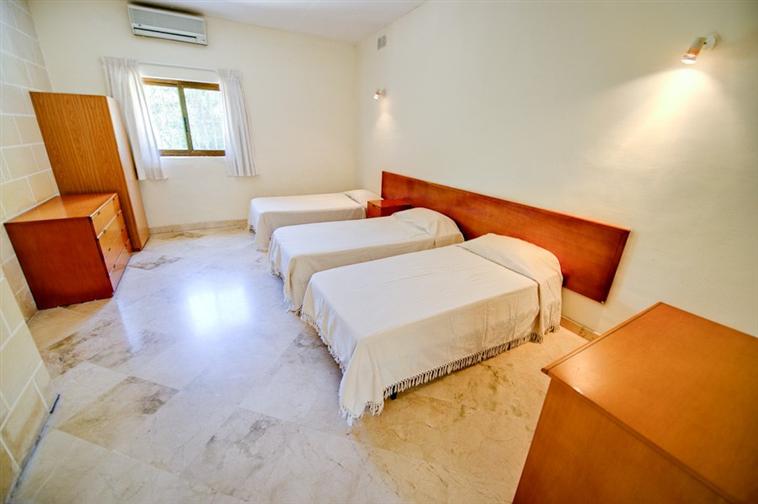 Rooms: Malta University Residence, Lija