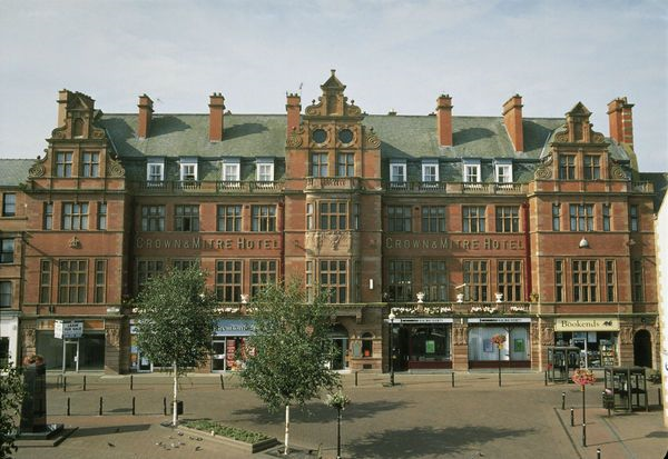 Crown and mitre hotel carlisle guest b b book now for 3 kitchener street leeds