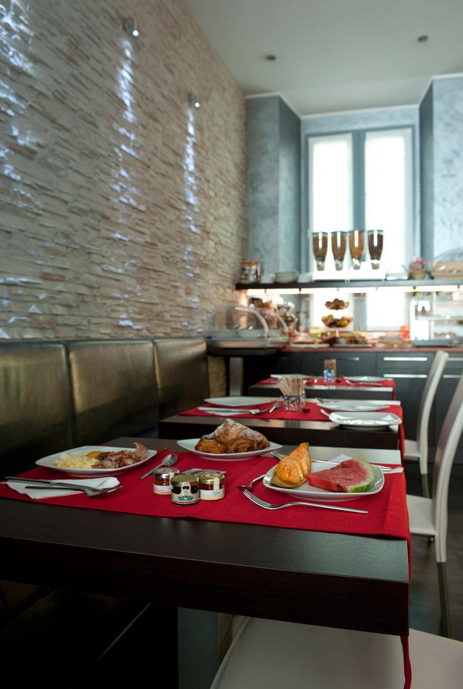 Hotel five milano hotel best price guarantee for Hotel the best milano