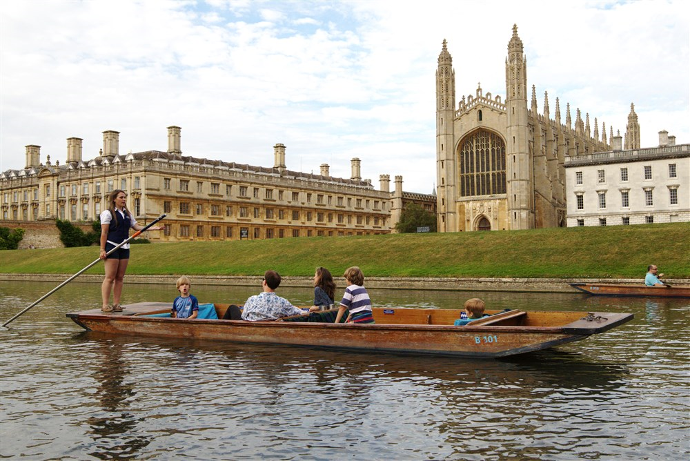 Tour in front of Kings College