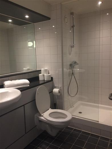 Single Ensuite Bathroom