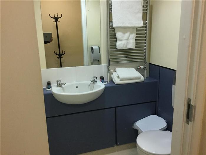 Daubeny Flat E Bathroom