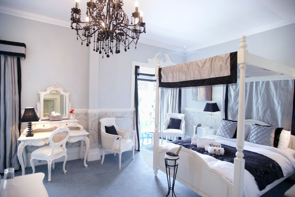Le Breton Luxury Room