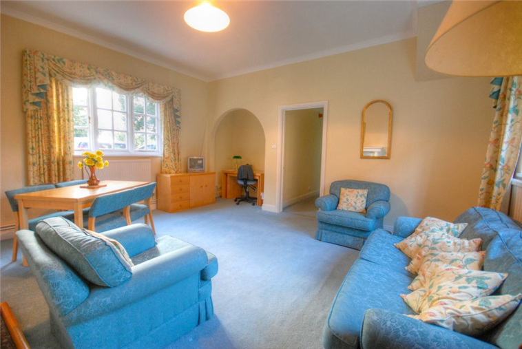 Barrmore Ground Floor Flat Living Room
