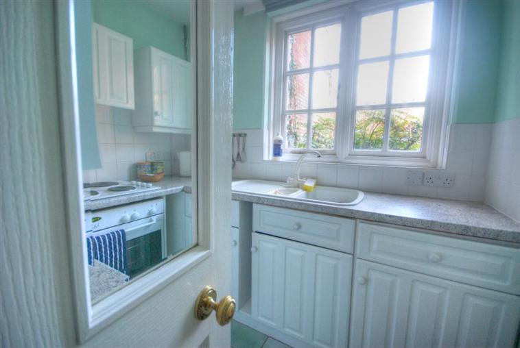 Barrmore Ground Floor Flat Kitchen