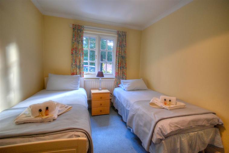 Barrmore Ground Floor Flat Twin Room