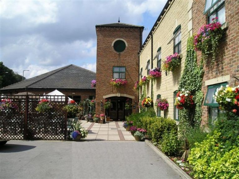 Corn mill lodge hotel leeds guest b b book now for 3 kitchener street leeds
